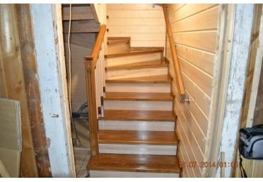 Фото лестницы из массива дуба