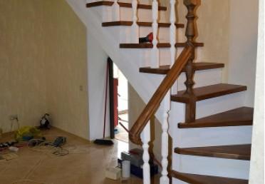 Фото лестницы из светлого дуба