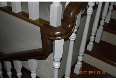 Фото перил из деревянной лестницы