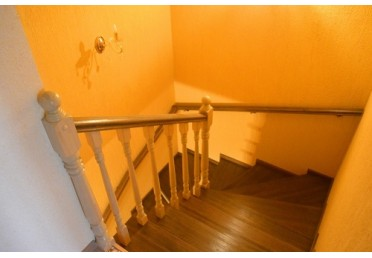 Лестница из дуба с балясинами