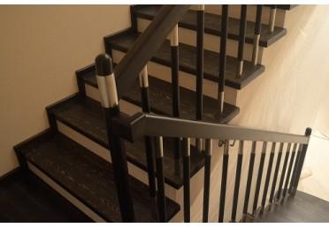 Лестница из покрашенного дуба