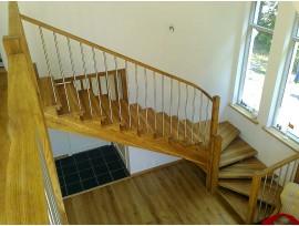 Чем красить лестницу из лиственницы: важные моменты