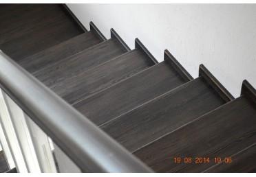Деревянная черная лестница