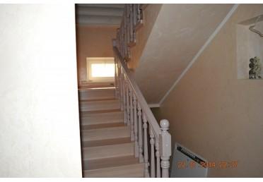 Фото лестницы из сосны