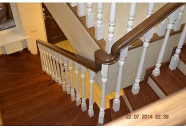 Красивая лестница из дуба