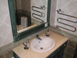 Столешница из дерева в ванную - стильное решение
