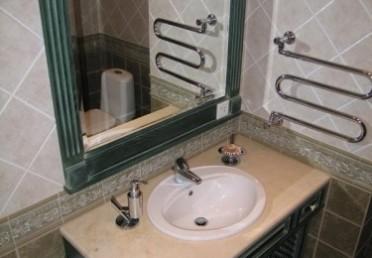 Отделка ванной комнаты крашенным дубом