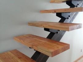 Изготовление косоуров для лестниц: ключевые моменты
